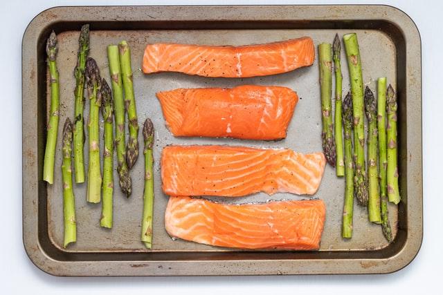 ryby, jak często jeść ryby, czy ryby są zdrowe, dieta, redukcja, odchudzanie, dlaczego warto jeść ryby, ryby makro, ryby białko, łosoś, makrela