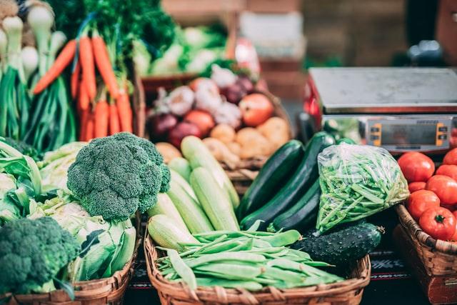 warzywa, jak jeść więcej warzyw, ile to porcja warzyw, jak schudnąć bez diety, dieta, redukcja, posiłki z warzywami, przepis na sałatkę