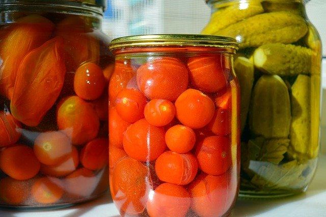 kiszonki, dlaczego warto jeść kiszonki, kiszonki wartość odżywcza, czy kiszonki są zdrowe, kiszone ogórki, kapusta kiszona